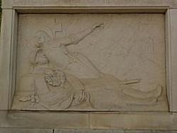 Le monument aux morts de Sommières-du-Clain, 2, vue générale