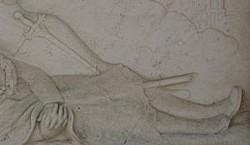 Le monument aux morts de Sommières-du-Clain, 6, les pieds