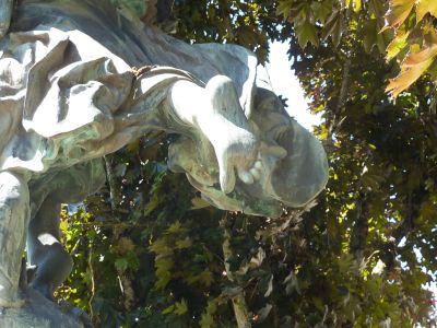 Niort, Gloria Victis de Mercié, le pied du soldat