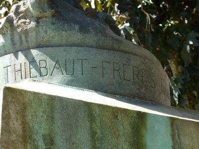Niort, Gloria Victis de Mercié, la signature du fondeur Thiébaut
