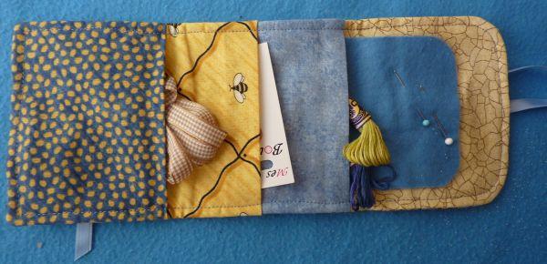 La pochette offerte par Brigitte, ouverte, l'intérieur