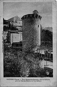 Poitiers, le quartier de Pont Achard, la tour Aymar de Beaupuy sur une carte postale ancienne