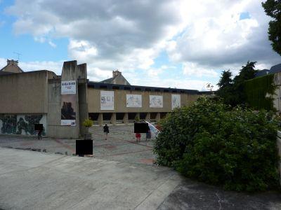 Glen Baxter à Poitiers, été 2010, la cour du musée