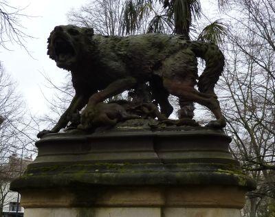 Le Grand Rond à Toulouse, la louve de Pierre Rouillard, vue de face