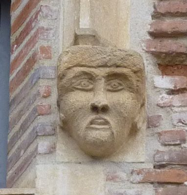 Toulouse, musée Saint-Raymond, façade postérieure, fenêtre 1, détail