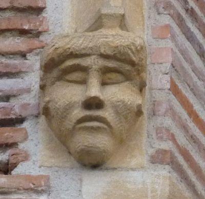 Toulouse, musée Saint-Raymond, façade postérieure, fenêtre 3, détail