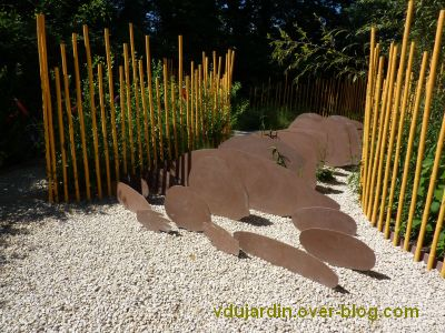Chaumont-sur-Loire, festival 2010, le jardin 12, vue 1, la silhouette allongée