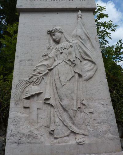 Monument aux morts des Clefs (Haute-Savoie), le relief