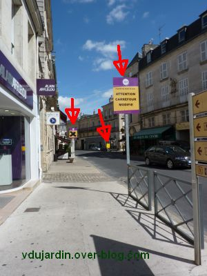 Poitiers, coeur d'agglomération, 02, l'encombrement des panneaux rue Carnot