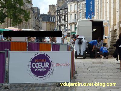 Poitiers, coeur d'agglomération, 10, la voie de roulement encombrée