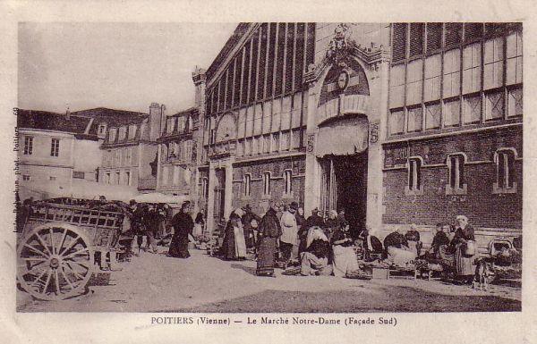 Poitiers, carte postale ancienne : la façade sud de l'ancien marché