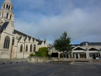 Poitiers, le marché Notre-Dame et Notre-Dame-la-Grande