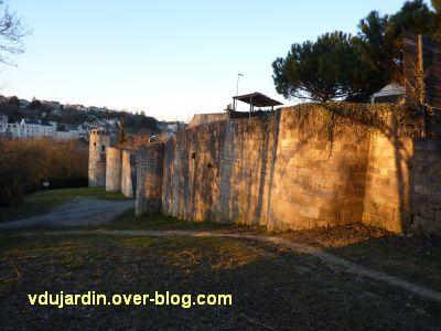 Poitiers, le rempart sud, sous la Tranchée, 2, vu du milieu