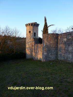 Poitiers, le rempart sud, sous la Tranchée, 4, le bas et la tour