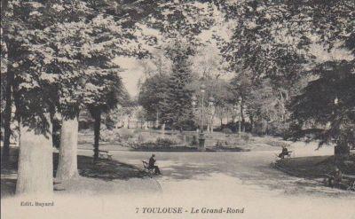Le Grand Rond à Toulouse, carte postale ancienne, bassin central avec jet d'eau et parterre de fleurs