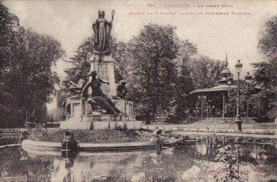 Le Grand Rond à Toulouse, carte postale ancienne, monument à Clémence Isaure de Paul Ducuing, dans un bassin