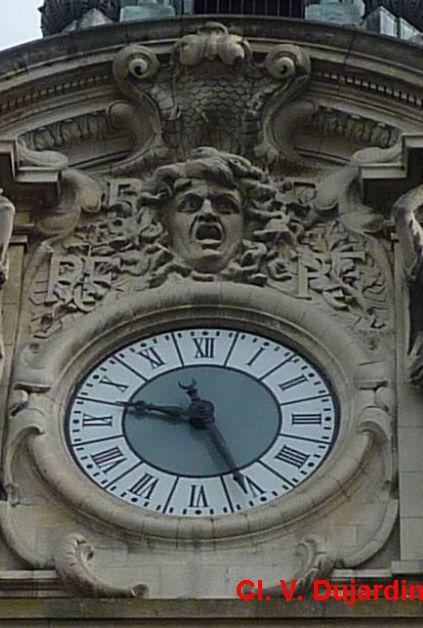 Tours, hôtel de ville, l'horloge de près