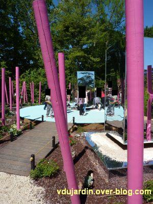 Chaumont-sur-Loire, festival 2010, le jardin 15, vue 3, le tourniquet avec des enfants