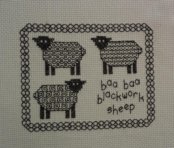 Les moutons au blackwork complètement brodés