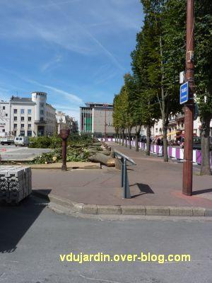 Poitiers, coeur d'agglo, 1er septembre 2010, vue 1, place d'Armes, côté nord à 12h30