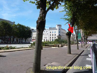 Poitiers, coeur d'agglo, 1er septembre 2010, vue 2, place d'Armes, côté nord à 12h30