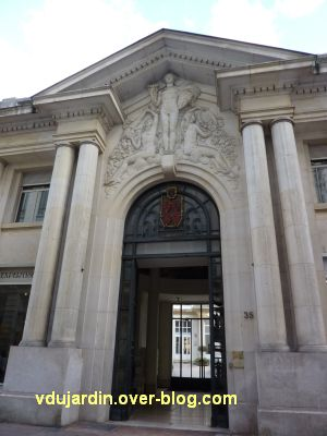 Poitiers, l'ancienne chambre de commerce, 2, la porte