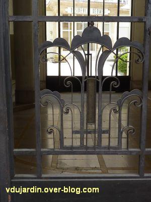 Poitiers, la grille de l'ancienne chambre de commerce, détail