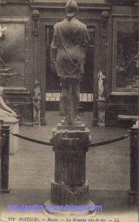 Poitiers, l'ancien musée de l'hôtel de ville, 4, Miverve vue de dos