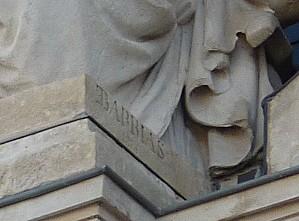 Poitiers, façade de l'hôtel de ville, 04, la signature