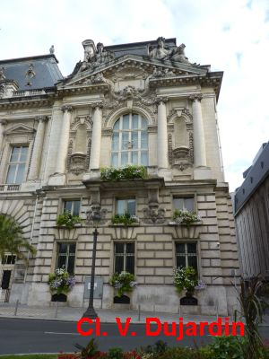 Tours, l'hôtel de ville, l'aile droite, 1: vue générale
