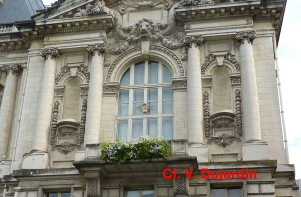Tours, l'hôtel de ville, l'aile droite, 2, l'étage