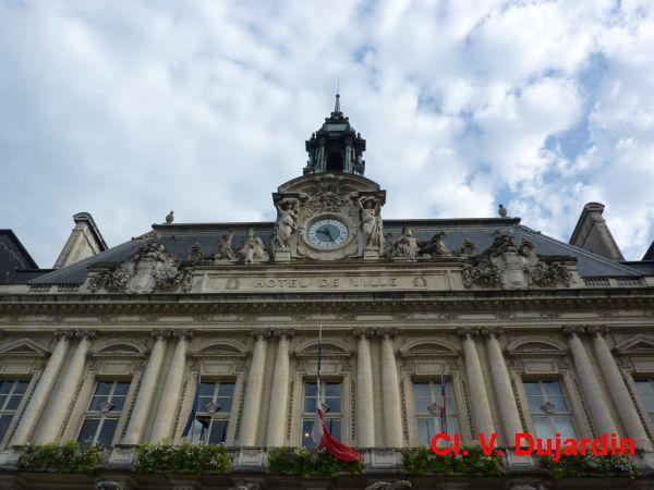 Tours, hôtel de ville, les parties hautes de la façade