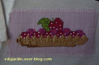 Mon anniversaire 2010 par Anne-Lise, 4, miam, tarlette aux fraises brodées!