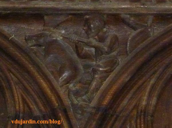 Stalles de la cathédrale de Poitiers, dosseret, tuerie du cochon