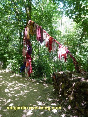 Chaumont-sur-Loire, festival 2010, colorès, 6, arbres à loques