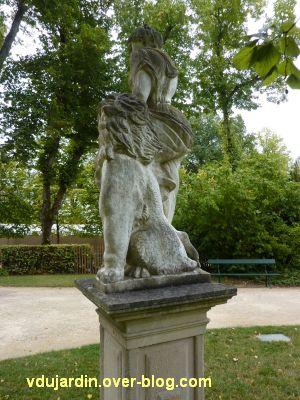 Poitiers, le lion amoureux de Maindron dans le parc de Blossac, 2, le dos du lion