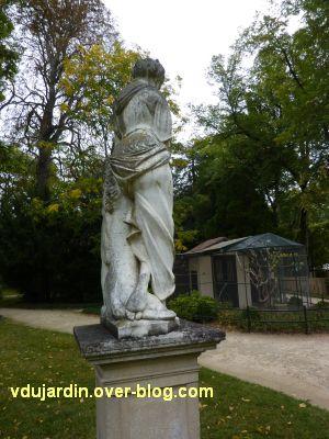 Poitiers, le lion amoureux de Maindron dans le parc de Blossac, 3, le dos de la femme