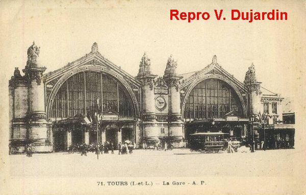 Tours, la gare, 2, la façade sur une carte postale ancienne