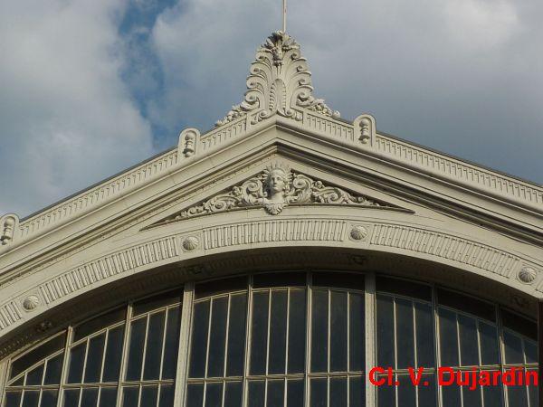 Tours, la gare, 3, le mascaron en façade