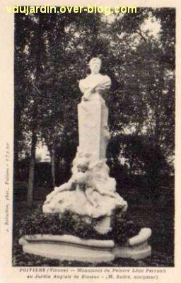 Poitiers, carte postale ancienne, le monument de Perrault par Léon Sudre