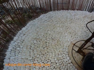 Chaumont-sur-Loire, festival 2010, le jardin 22, 6, sol en petits galets