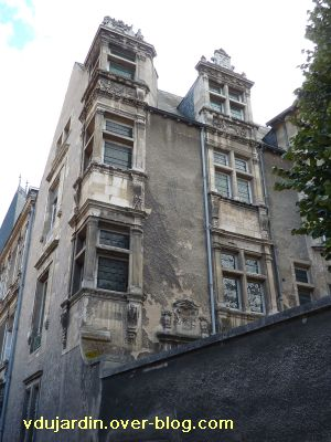 Poitiers, hôtel Jean Beaucé, 3, les deux travées de gauche