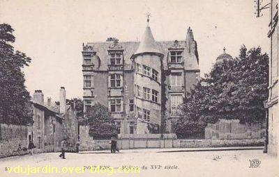 Poitiers, hôtel Jean Beaucé, carte postale ancienne, façade vue de loin
