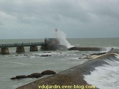 Les Sables-d'Olonne, 13-14 novembre 2010, 6, le phare éclaboussé
