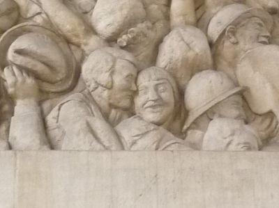 Toulouse, le monument morts de Haute-Garonne, Raynaud, 1918, détail d'un couple en bas