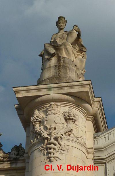 Tours, la gare, allégorie de Limoges, 2, vue de face
