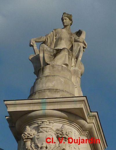 Tours, la gare, allégorie de Nantes, 2, vue de face
