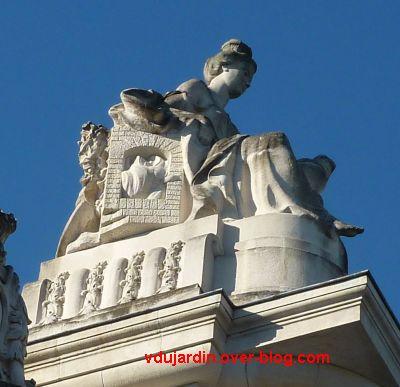 Tours, la gare, allégorie de Limoges, 4, l'autre profil