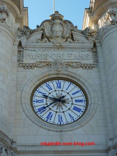 Tours, la gare, partie centrale de la façade, 2, l'horloge