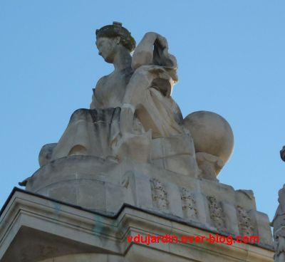 Tours, la gare, allégorie de Nantes, 4, profil gauche